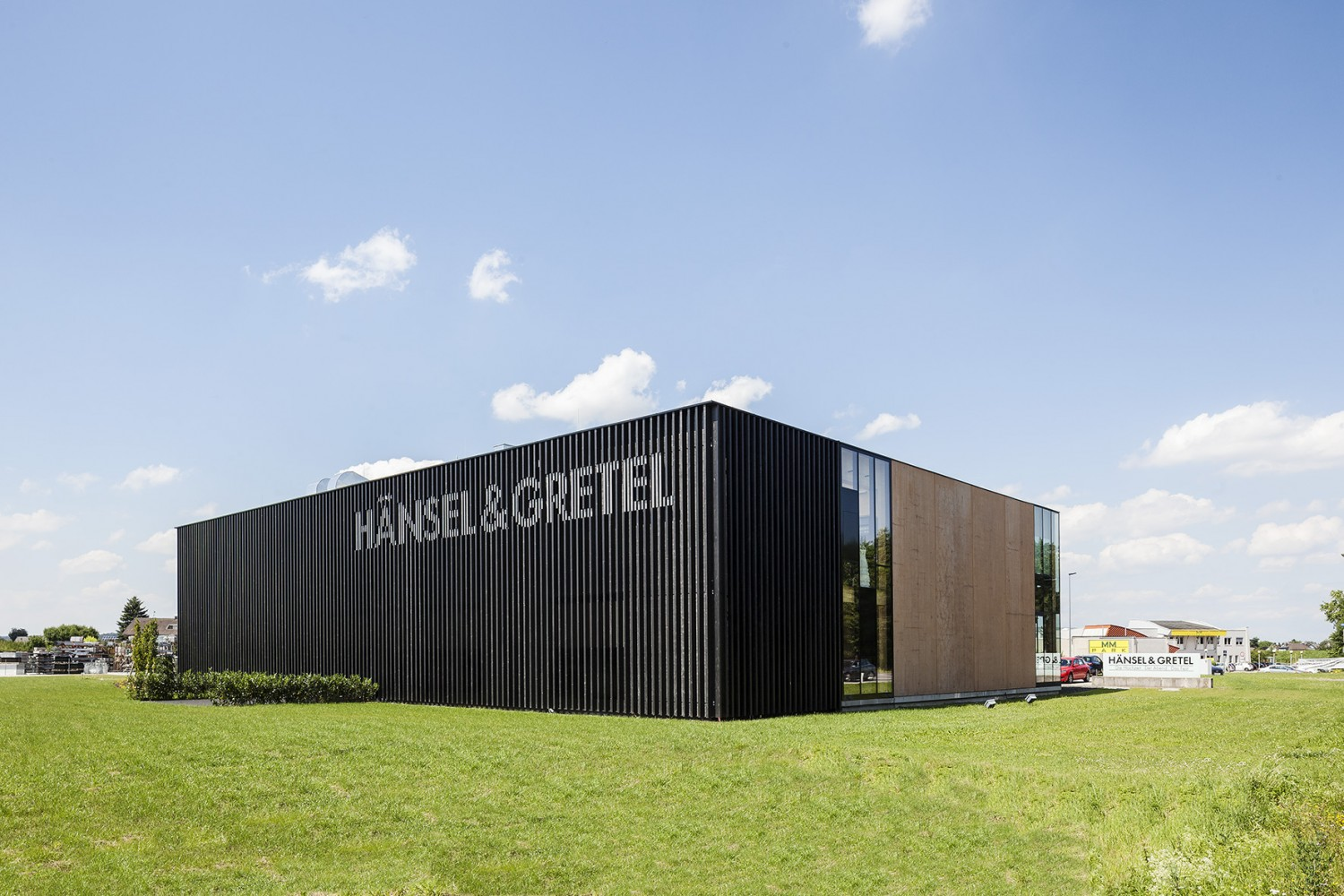 Hansel Gretel Shop And Showroom 4 Sided